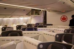 TORONTO KANADA - JANUARI 28th, 2017: Platser för Air Canada affärsgrupp inom en Boeing 777-300ER från AC Luft Canadas 777 Arkivfoto