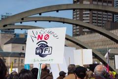 Toronto, Kanada - März für Wissenschafts-Protestierender Wifi-Zeichen Stockfotografie