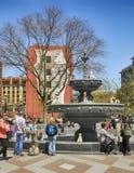 TORONTO KANADA, Maj, - 13, 2018: Berczy Parkuje, mały park w w centrum Toronto na słonecznym dniu obraz stock