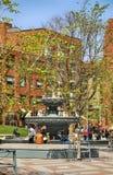 Toronto KANADA, Maj, - 13, 2018: Ręki Berczy park, mały park w w centrum Toronto na pogodnym wiosna dniu zdjęcie royalty free