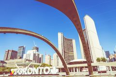 TORONTO KANADA, WRZESIEŃ, - 17, 2018: Widok Toronto znak na Na obraz stock