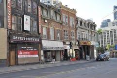 Toronto, le 24 juin : Bâtiments historiques de rue du centre de Yonge de Toronto de province d'Ontario dans le Canada Image stock