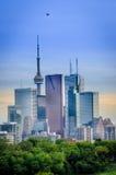 Toronto linia horyzontu, śródmieście z Cn wierza w wiośnie Zdjęcia Royalty Free
