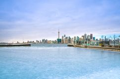 Toronto linii horyzontu widok od Toronto wyspy z płaskim lataniem Zdjęcie Stock