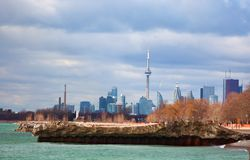 Toronto looking west. Downtown Toronto as seen from the Beach area. Prominent is the CN Tower Stock Images