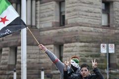 Verzameling aan teken 2 jaar van Syrische revolutie in Toronto Stock Afbeeldingen
