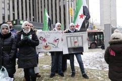 Verzameling aan teken 2 jaar van Syrische revolutie in Toronto Stock Fotografie