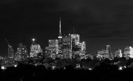 Toronto natthorisont i svartvitt Arkivfoto