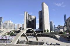 Toronto, o 24 de junho: Câmara municipal nova de Phillips Nathan Square de Toronto na província Canadá de Ontário Fotos de Stock Royalty Free