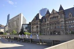 Toronto, o 24 de junho: Nathan Phillips Square e câmara municipal velha de Toronto na província Canadá de Ontário Fotografia de Stock Royalty Free