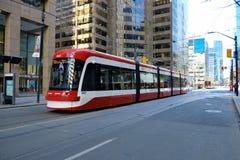 TORONTO, ONTÁRIO, CANADÁ - 23 de março de 2019 - transporte público de Toronto TTC - transporte público no núcleo do centro da ci imagens de stock
