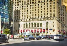 TORONTO ONTARIO - AUGUSTI 31: Gatasikt av i stadens centrum Toronto, nolla Royaltyfri Fotografi
