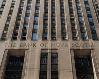 Toronto, Ontario/Canada - Juli 20 2018: Bank van Nova Scotia Head Office King-Straat royalty-vrije stock fotografie