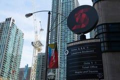 Toronto, Ontario/Canada - Juli 20 2018: Signage van de Scotiabankarena de Unie van Toronto Post voorziet de van de binnenstad van stock fotografie