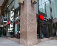 Toronto, Ontario/Canada - Juli 20 2018: Van het Hoofdkantoortoronto van National Bank het Tekensignage Logo Sidewalk royalty-vrije stock fotografie