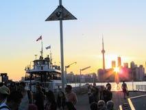 Toronto Ontario, Kanada - Juni 22nd, 2014: En sommarafton på royaltyfri bild