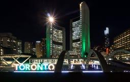 Toronto PÅ, Kanada Juni 17 2016 Nathan Phillips Square ny stad Arkivbild