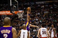 Toronto Rapters contra Los Ángeles Lakers Imagenes de archivo