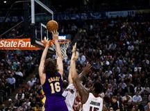 Toronto Rapters contra Los Ángeles Lakers Imágenes de archivo libres de regalías