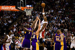 Toronto Rapters contre Los Angeles Lakers Photo libre de droits