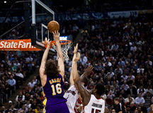 Toronto Rapters contre Los Angeles Lakers Images libres de droits