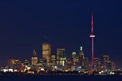 Toronto si illumina al crepuscolo Fotografie Stock Libere da Diritti