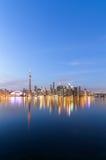 Toronto-Skyline in der Dämmerung im Winter Stockfotos