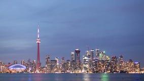 Toronto-Skyline von der Dämmerung bebauen Nacht stock footage
