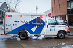 Toronto SME CCTU 88 Chevy Paramedics Ambulance en fonction Photos stock