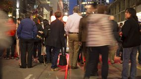 Toronto, SOPRA, il Canada - 9 settembre 2017 - video del timelapse degli ospiti di festival che posano davanti all'insegna al neo stock footage