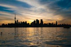 Toronto stadshorisont på solnedgången arkivfoto