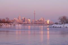 Toronto stadshorisont under polar virvel för vinter arkivfoton