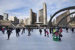 Toronto stadshus eller nytt stadshus Åka skridskor isbanan Kanada Fotografering för Bildbyråer