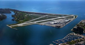 Toronto-Stadt-Flughafen - Billy Bishop Airport - YTZ - Toronto/Ontario/Kanada stockfotos