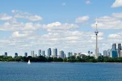 Toronto strandhorisont och fartyg Arkivfoto
