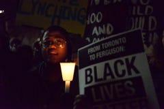 Toronto tar svarta gemenskap handling i solidaritet med Ferguson personer som protesterar Arkivfoton