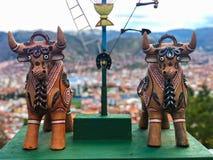 Toros de Toritos de Pukara Ceramic, tradicionales para traer buena suerte fotos de archivo libres de regalías