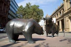 Toros y osos Fotografía de archivo libre de regalías