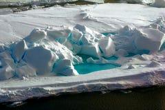 Toross separado del hielo azul perenne Imágenes de archivo libres de regalías