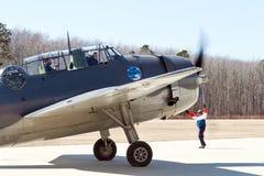 Torpedbombplan som tar av Arkivfoto