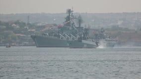 Torpedoaanval een vijandelijk oorlogsschip stock video