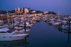 Torquay港口,南德文郡,英国看法黄昏的 免版税图库摄影