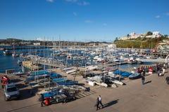 Torquay Devon UK hamn med fartyg och yachter på härlig dag på den engelska Rivieraen Arkivfoto