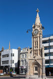 TORQUAY, DEVON/UK - LIPIEC 28: Widok zegarowy wierza w Torquay obrazy royalty free