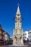TORQUAY, DEVON/UK - 28 LUGLIO: Vista della torre di orologio a Torquay immagine stock