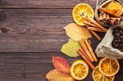 Torr apelsin och citron, kaffebönor Royaltyfri Foto