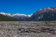 Torr bergflodbädd Arkivfoto