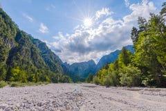 Torr bergflodbädd Arkivbilder