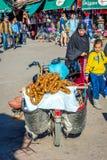 Torr fikonträd som är till salu från mopeden, Marrakech Royaltyfria Foton