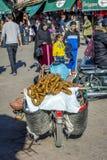 Torr fikonträd som är till salu från mopeden, Marrakech Royaltyfria Bilder